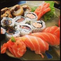 Foto tirada no(a) Yukusue Sushi por Carol C. em 2/8/2013