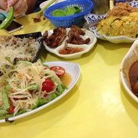 Photo taken at Thai Kwok Snack 泰國小吃 by Maurice L. on 7/12/2014