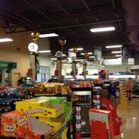 Photo taken at Giant Eagle Supermarket by Ben B. on 5/14/2013