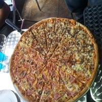 Foto tomada en Monster Pizza por Kokar Z. el 11/5/2012