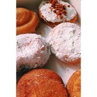 Foto tirada no(a) Beiler's Doughnuts por Vivian N. em 3/4/2014