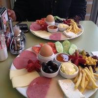 1/26/2013 tarihinde Gizem T.ziyaretçi tarafından Birlik Sandviç'de çekilen fotoğraf