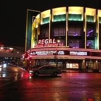 รูปภาพถ่ายที่ Regal Cinemas LA LIVE Stadium 14 โดย Greg D. เมื่อ 1/26/2013