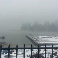 Das Foto wurde bei Brooklyn Heights Promenade von Alexis am 2/11/2013 aufgenommen