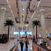6/17/2013 tarihinde bonyarinkoziyaretçi tarafından Dubai Uluslararası Havalimanı (DXB)'de çekilen fotoğraf