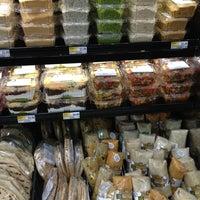 Foto tirada no(a) Whole Foods Market por FitHealthySoul T. em 6/25/2013