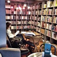 1/9/2015 tarihinde Nur D.ziyaretçi tarafından Tasarım Bookshop Cafe'de çekilen fotoğraf