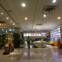 Photo taken at 两岸咖啡 C.straits Cafe by Alrrazi on 6/2/2017