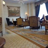 11/14/2012 tarihinde Antonziyaretçi tarafından Fairmont Grand Hotel Kyiv'de çekilen fotoğraf
