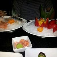 3/31/2013 tarihinde John H.ziyaretçi tarafından Sushi Axiom Henderson'de çekilen fotoğraf