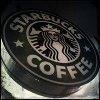 Foto tomada en Starbucks por Ando el 2/18/2013