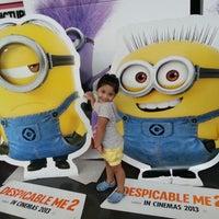 Das Foto wurde bei Robinsons MovieWorld von Jonathan B. am 7/8/2013 aufgenommen