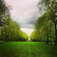 รูปภาพถ่ายที่ Green Park โดย John S. เมื่อ 5/17/2013