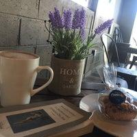 Foto tomada en Café Canela por Lulis Vega el 3/21/2018