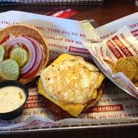 10/14/2012 tarihinde Kelliziyaretçi tarafından Smashburger'de çekilen fotoğraf