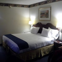 Photo taken at Holiday Inn Express Pittsburgh-Cranberry by Vitaliy S. on 2/19/2013