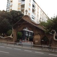 Foto tomada en Puerta de Gaudí por Leah el 9/16/2012