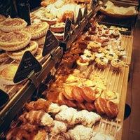 12/22/2012에 juhyun j.님이 PARIS CROISSANT Café에서 찍은 사진