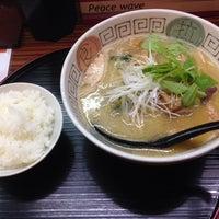 Photo taken at らぁめんとホルモン焼 もつの屋 by OKJ M. on 7/19/2014
