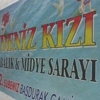Photo taken at Denizkızı Balık ve Midye Sarayı by Ezgi E. on 12/1/2012