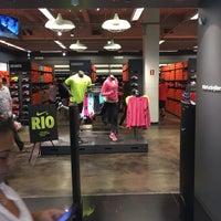 Foto tirada no(a) Nike Factory Store por Thiago D. em 5/11/2016