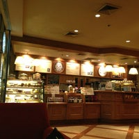 Photo taken at The Coffee Bean & Tea Leaf by Anet A. on 5/30/2013