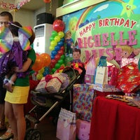 Photo taken at Jollibee / Greenwich Pizza by Anet A. on 5/19/2013