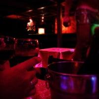 Foto tirada no(a) Queen Disco Bar por Dan D. em 1/17/2014
