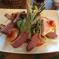 Photo taken at Raconte-Moi des Salades by Byron S. on 3/24/2014