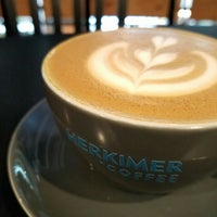 รูปภาพถ่ายที่ Herkimer Coffee โดย Mark P. เมื่อ 4/22/2016