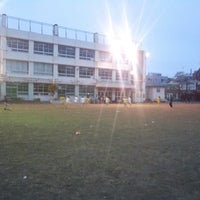 Photo taken at 目黒区立向原小学校 by Issei T. on 3/31/2013