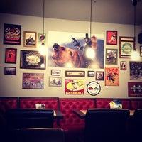 Снимок сделан в Grizzly Bar пользователем Надя Оо 5/10/2013