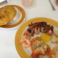 Foto tomada en Restaurante Capitan Mandy por Clara R. el 6/20/2013