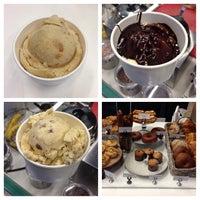 Foto tomada en Sweet Rose Creamery por Offalo O. el 11/25/2013