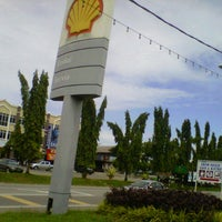 Photo taken at Shell, Pekan Gemenceh by Aineen N. on 12/3/2012