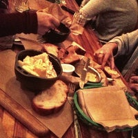 Photo prise au Earl's Beer & Cheese par Kate K. le10/16/2012