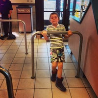 Photo taken at Taco Bell by Fernando F. on 4/6/2014