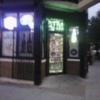 Foto tomada en H.Chehade Grocery and Liquors por Bobby H. el 6/30/2013