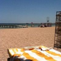 Foto tirada no(a) Beach por Александр em 4/19/2013