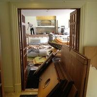 รูปภาพถ่ายที่ The Clarence Hotel โดย John B. เมื่อ 6/11/2013