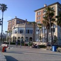 Foto tirada no(a) Casa Del Mar Hotel por Andy L. em 6/15/2013