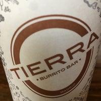 6/24/2016 tarihinde FelixLopezziyaretçi tarafından Tierra Burrito Bar'de çekilen fotoğraf