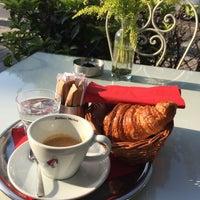 Das Foto wurde bei Léone Patisserie & Boulangerie von Erkin am 9/21/2015 aufgenommen
