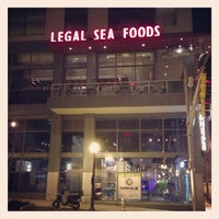 Photo taken at Legal Sea Foods by Rafael A. on 4/14/2013
