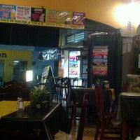 Photo taken at Restaurante Ricardo's (pollos & carnes) by Carlos C. on 2/21/2013