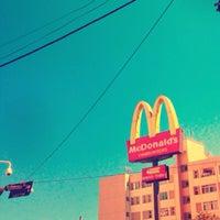 Foto tirada no(a) McDonald's por Jonas em 4/14/2013
