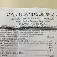 Foto tirada no(a) Oak Island Sub Shop & Salads por Brian E. em 8/5/2013
