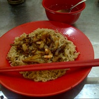Photo taken at Bakmi Kalimantan Ace by Vina S. on 10/28/2012