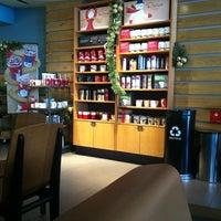 Das Foto wurde bei Starbucks von Guillermo am 12/7/2012 aufgenommen