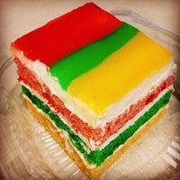 2/23/2014 tarihinde Linda L.ziyaretçi tarafından Cakes of Paradise'de çekilen fotoğraf